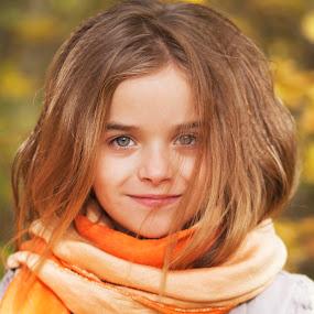 girl by Anna Anastasova - Babies & Children Child Portraits ( girl child, child, girl, autumn, portrait )