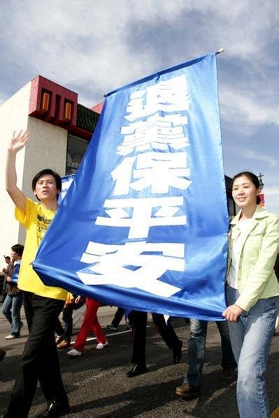 http://en.minghui.org/emh/article_images/2013-6-28-minghui-tuidang-01_default.jpg