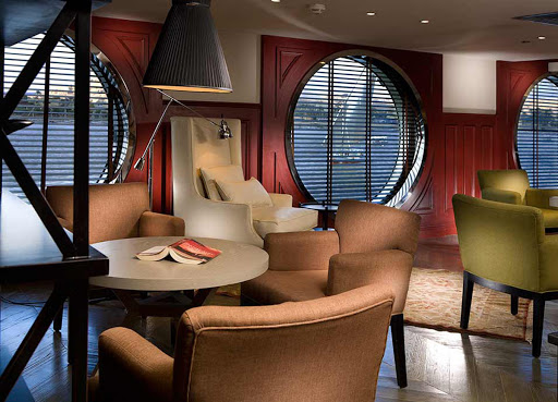 Curl up in a quiet setting at the Upper Mezzanine library aboard ms Mayfair.