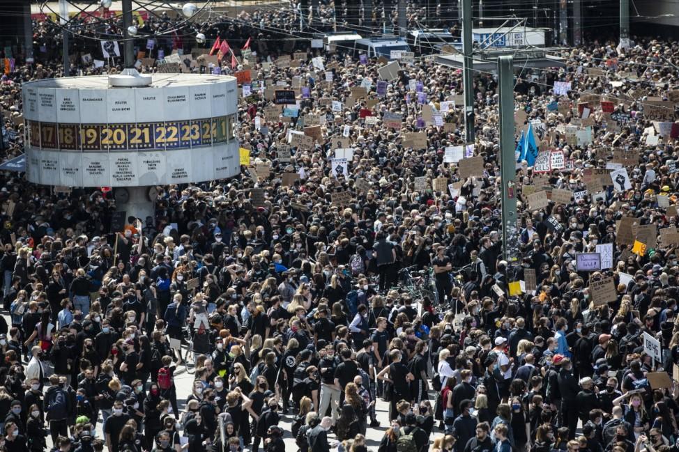 Zehntausende demonstrieren gegen Rassismusber3.cleaned