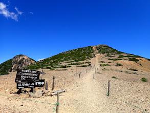 根石岳へ(左は西天狗岳)