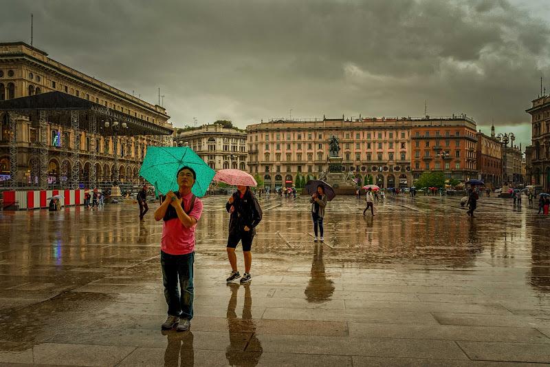 Guardando attraverso la pioggia di Concetta Caracciolo
