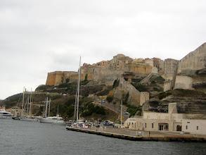 Photo: Bonifacio limanı.  Bonifacio harbor.