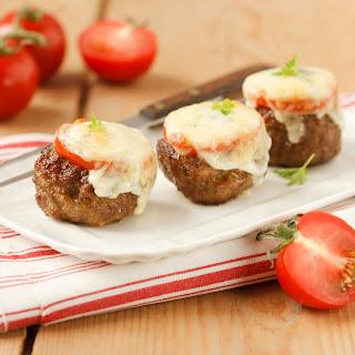 Faschierte Laibchen mit Käse und Tomaten überbacken