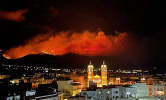 Espectacular incendio en el paraje de Castala, en Berja