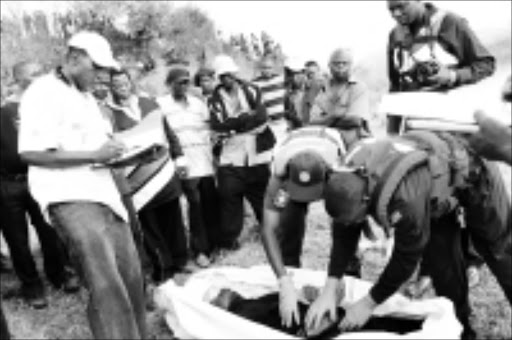 BODY FOUND: The body of Walter Mungungoni waheds up on the banks of a dam in Thohoyando. Pic. Elmon Tshikodo.  11/09/2008. © Unknown