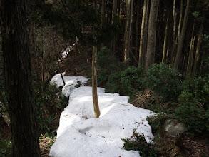 30cmほどの雪庇が残る