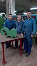 Photo: Javier, Luismi y Adrián con su proyecto de carcasas para tornos