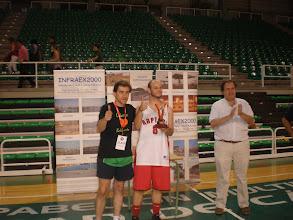 Photo: Francisco Javier Olmos recibe el Trofeo de Campeón, entregado por Felipe Criado, Presidente de la Asociación de Aficionados.