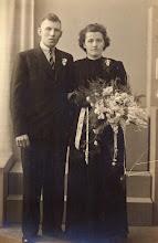 Photo: Derk Raterink en Marchien Westerhuis, getrouwd op 5 mei 1944