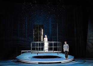 Photo: WIEN/ Akademietheater: DIE SCHNEEKÖNIGIN - Märchen von Hans Christian Andersen. Inszenierung: Anette Raffalt, Premiere 15. November 2014. Stefanie Dvorak, Tino Hillebrandt. Foto: Barbara Zeininger