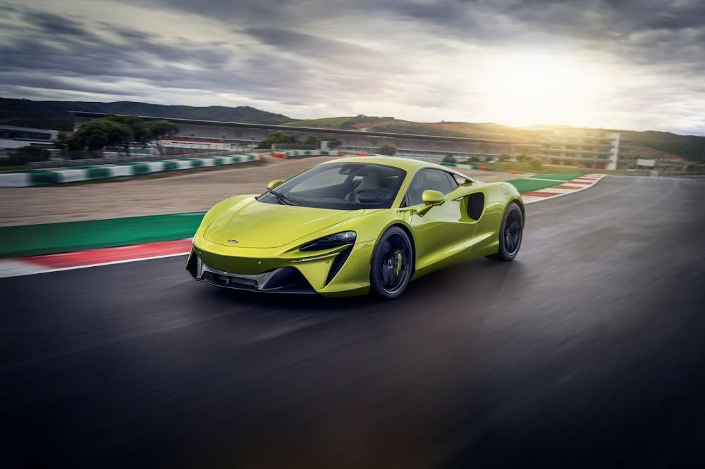 The new McLaren Artura is a 500kW plug-in hybrid that demands respect