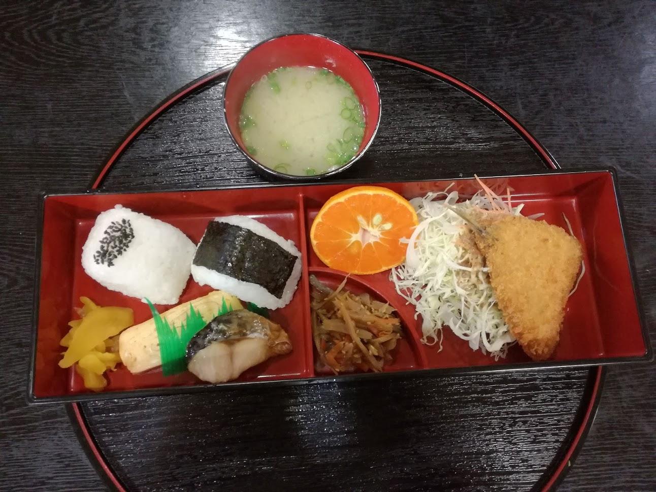 さいと温泉 御食事処 穂積で温かい日替わりランチ500円をいただいた。お腹落ち着いてパワー充填しました