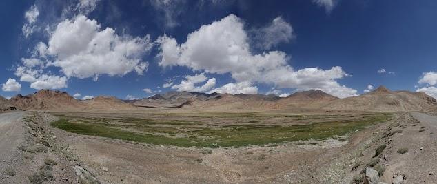 4100 m: 170° Panorama der grandiosen Hochgebirgswüste.