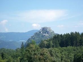 Photo: Aber.. wollen Sie ein Märchen… so ist es..auf der Strecke durch eine kleine Agrarortschaft erschien der Schloss Hochosterwitz.