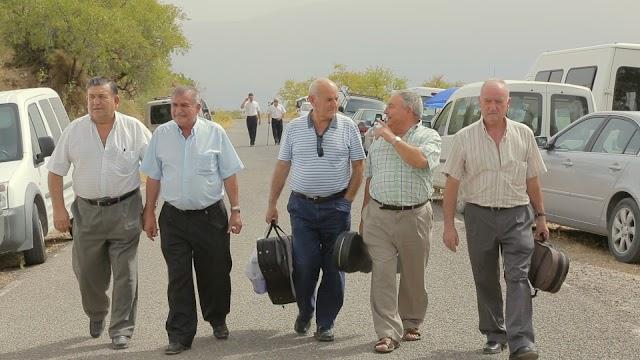 Troveros de la Alpujarra. en un fotograma del documental.