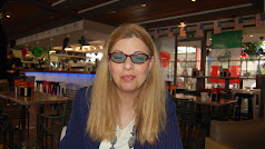Elena disfruta con la familia, la música, la literatura y el cine.