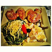 Photo: El plato principal: ensalada cesar, ensalada de papas y raclette con salame.