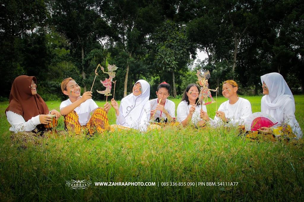 Konsep Pose Keren Foto Year Book - Buku Tahunan sekolah - BTS - Fotografer - photographer - Photografer - Jember - Traditional Game - wayang