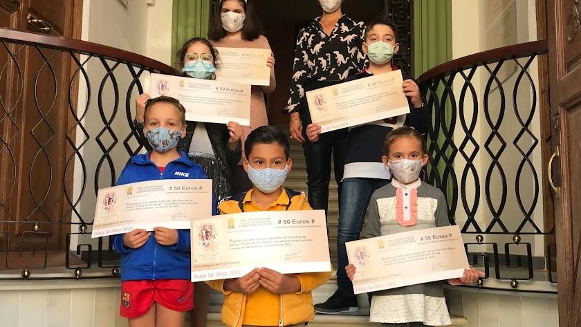 Los jóvenes cuevanos participantes y ganadores.