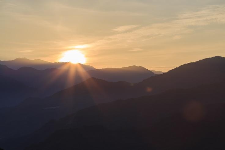 兩天一夜的阿里山之旅就是為了目睹令人繞樑三日的日出