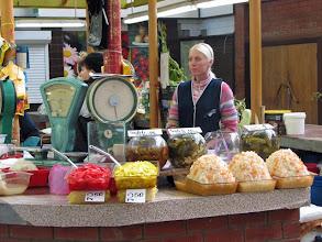 Photo: Hapankaalia tarjolla markkinoilla Riikassa