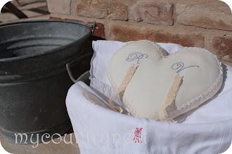 Photo: cuscino in lino con pizzi e passamaneria vintage e iniziali ricamate