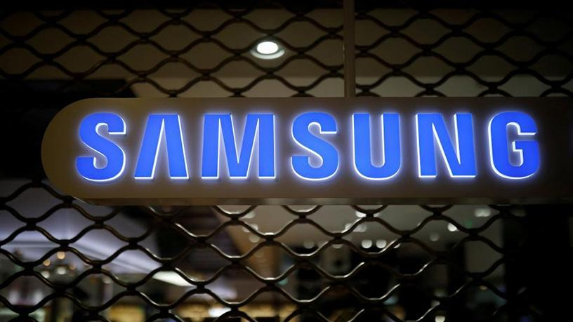 Samsung has announced that it will offer iTunes movies and television shows on its smart TVs.