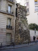 Photo: The same bit of Wall, unrestored outside the courtyard, showing the structure of the internal and external stonework.