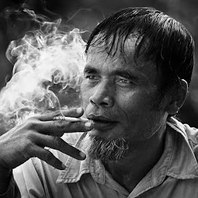 Thinking by Achmad Tibyani - People Portraits of Men ( bw, portrait, man )