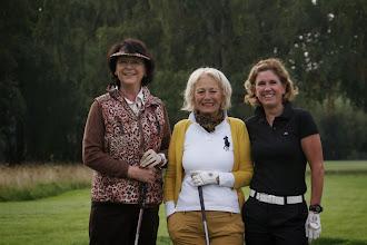 Photo: Schöner Tag. Schöne Frauen. Schönes Spiel. Brigitte Grebe, Ünsal Henne-Sturm, Cornelia Hofmann.
