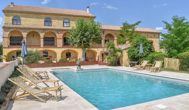 Bien atypique avec terrasse et piscine Saint-Christol-lès-Alès
