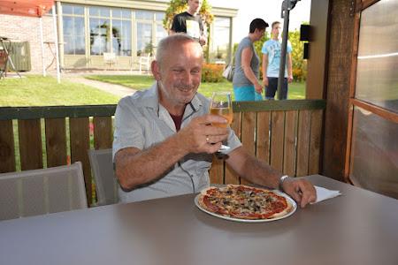 Wijnboer André als pizza bakker!