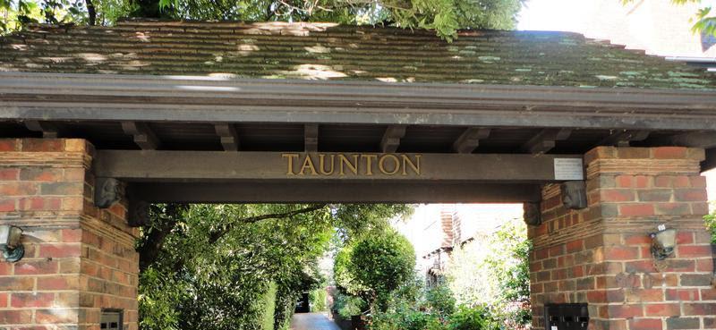 Taunton 520 Toorak Road, Toorak