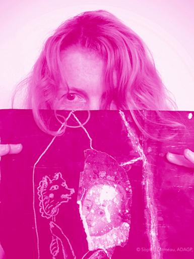 sophie-lormeau-portrait©_rose_pink_portrait_profile_sophie-lormeau-atelier-artiste-peintre-contemporain-femme-art-singulier-figuratif-abstrait-up-cycling-papier-magazine-rose-couleur-maison-ame-fragilite-portrait-adagp-paris-2020-mda_masque