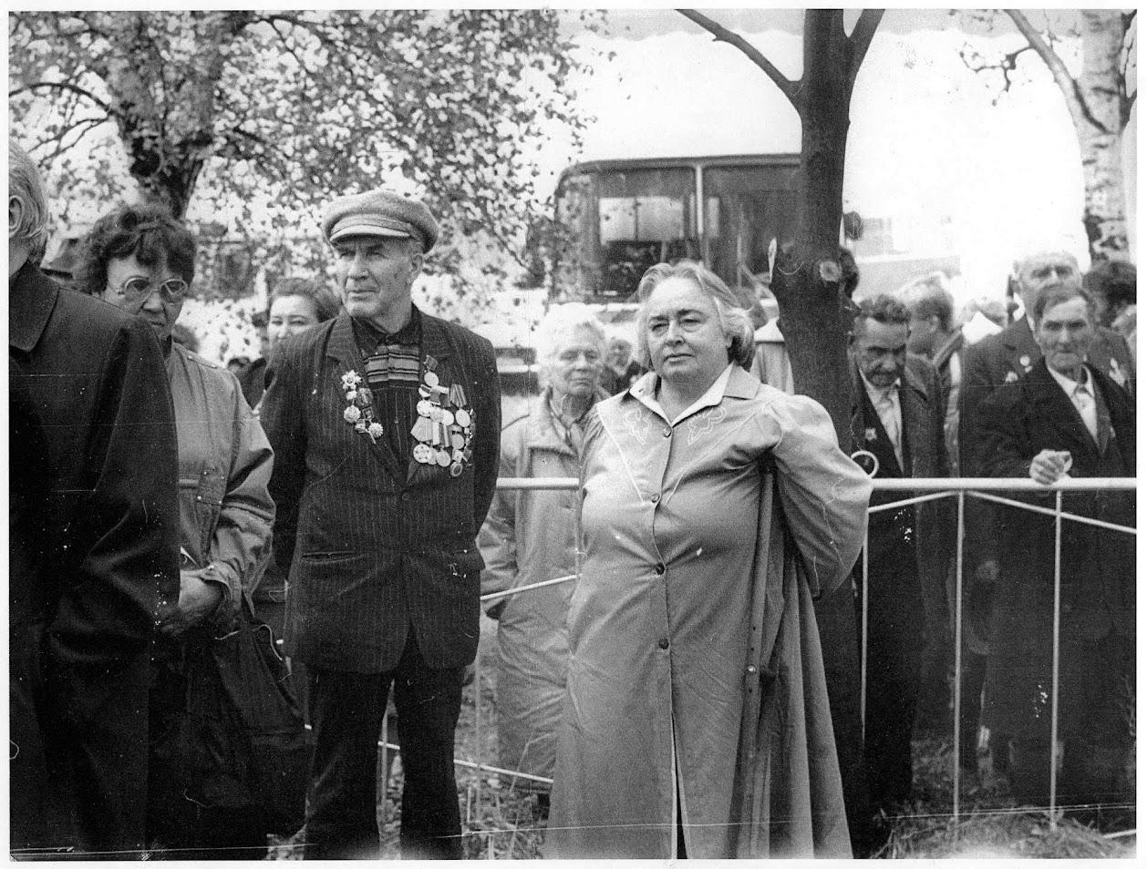 Клушина, Мигунов, Жукова на месте боёв под Ельней. 17.09.1991 года.
