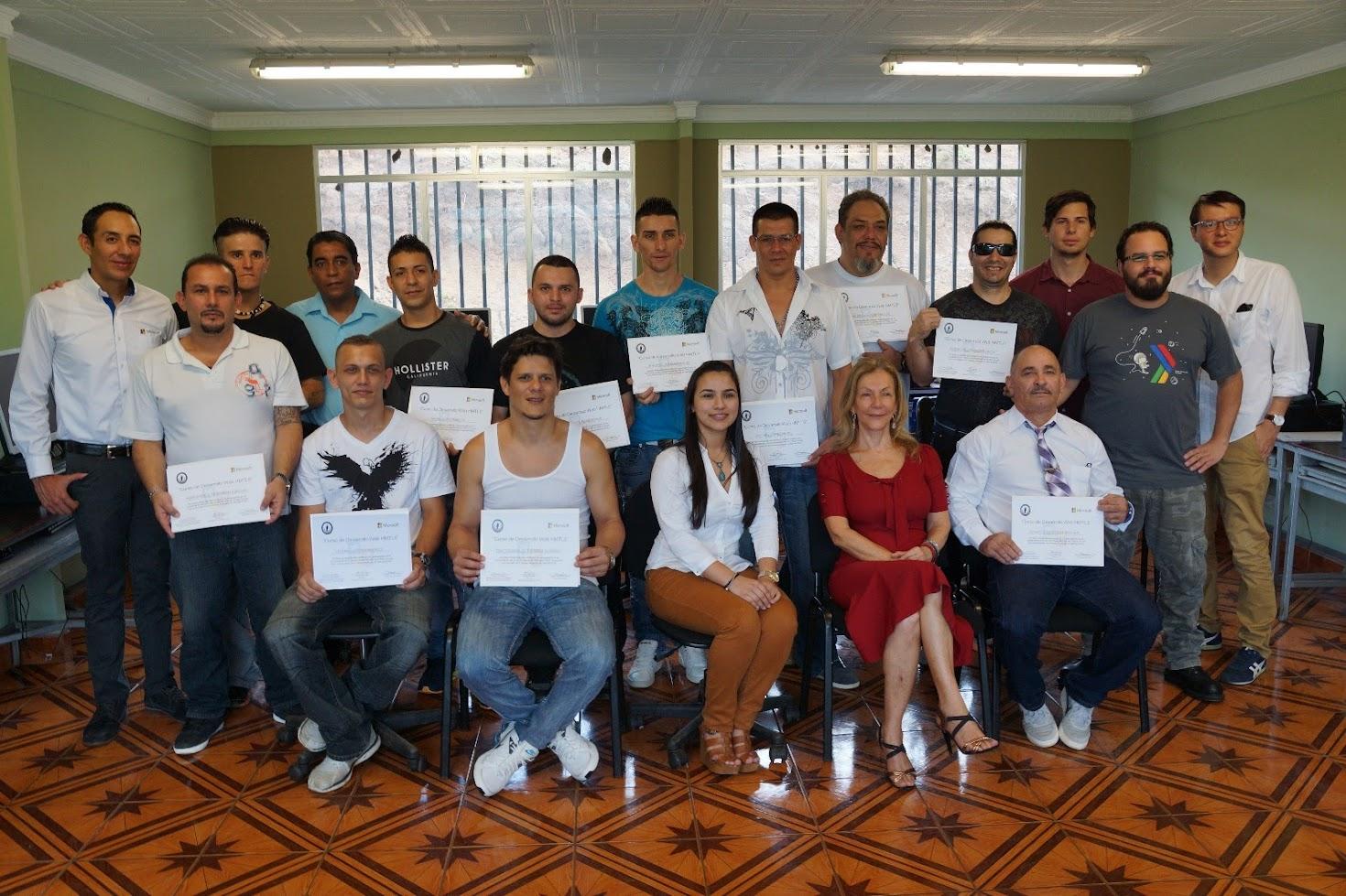 TRECE PRIVADOS DE LIBERTAD SE GRADÚAN EN DESARROLLO DE PÁGINAS WEB