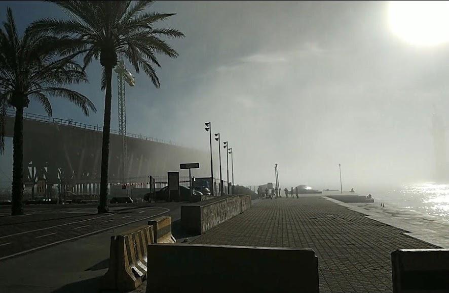 Niebla en la zona del Puerto y Almadrabillas.