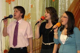 Photo: A dicsőítő csapat szolgálata a női alkalmon. 2011. április 16.