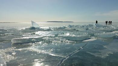 Photo: 002 Kruiend ijs Vättern met Omberg op de achtergrond