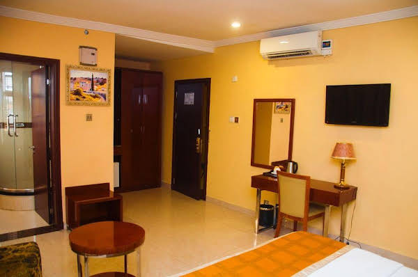 D Palms Airport Hotel
