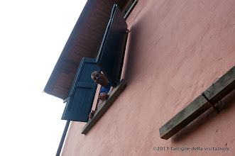 Photo: andrea spunta dalla finestra