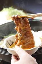 Photo: りんごで育った信州牛 すき焼き 卵をつけてお箸でもってるバージョン2 sukiyaki Special dishes