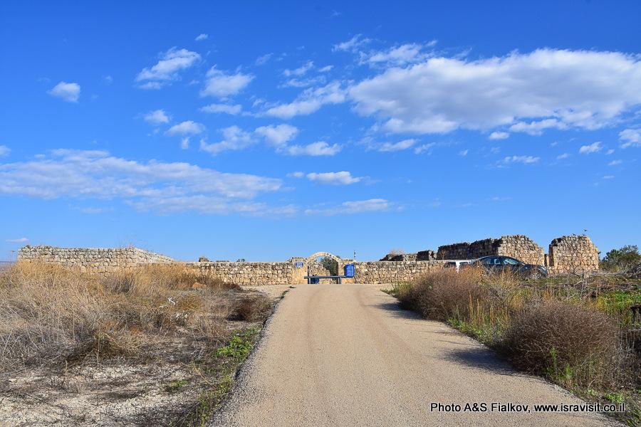 Хирбет Ярда, руины мамлюкского хана. Экскурсия на север Израиля.