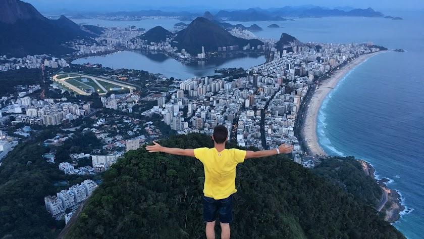 Juan Torres en Río de Janeiro, Brasil, primera parada de su viaje por el mundo.