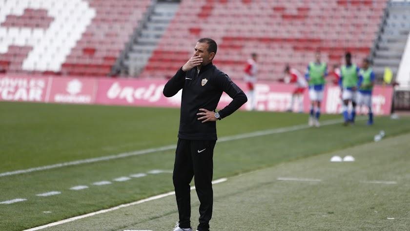 Esteban Navarro, en la banda del Estadio de los Juegos Mediterráneos.