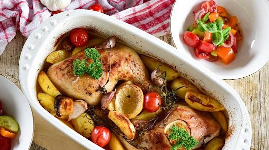 Pollo al ajillo y ensalada con atún y manzana para tu menú de hoy