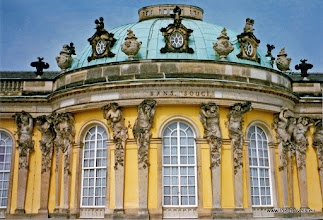 Photo: Potsdam. Sanssouci. Chinese theekoepel.