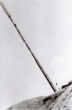 Photo: Mast, Lyheia. Ca. 1954. Mrk. mann i sele/lufta, nede til høyre