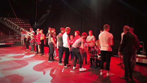 Ässien Special Hockey -joukkue palkittiin Liigapelaajien toimesta lauantain päätöstilaisuudessa